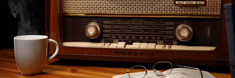W radiu czy w radio? W studiu czy w studio?