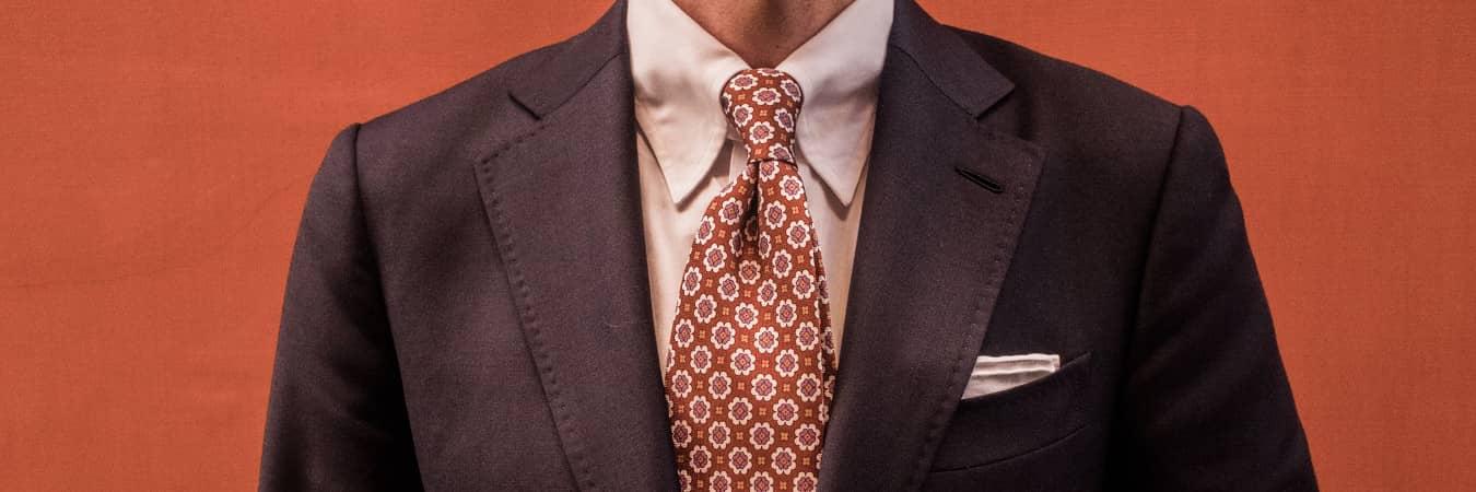 Brustasza iposzetka, czyli zczego składa się garnitur?